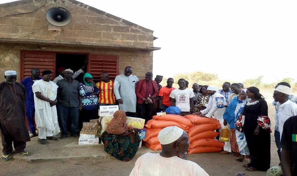 Le mouvement Saféne, remet des paniers Ndogou à 40 familles des villages de Samkedj et Kignabour.