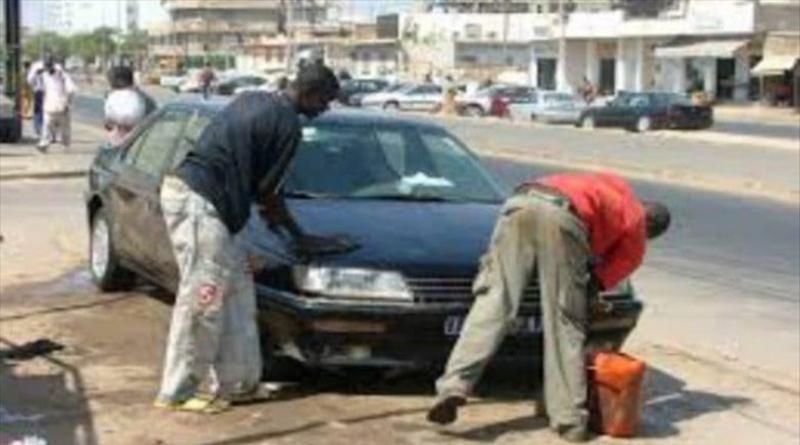Pluies à Dakar : Les laveurs de voitures et vulcanisateurs se frottent les mains.