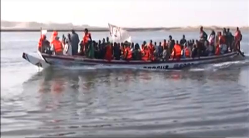 GAMOU INTERNATIONAL MEDINA BAYE 2019 : Arrivée spectaculaire par pirogues des pélerins des iles du Saloum.