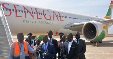 Akon à l'aéroport Dakar Blaise Diagne