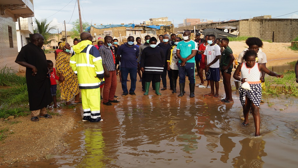 KEUR MASSAR : Assome Aminata Diatta lutte contre les inondations.