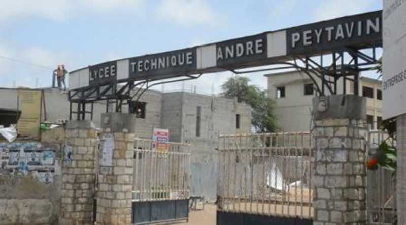 Le lycée technique André peytavin élargit ses formations aux filières agricoles et aux métiers du pétrole et du gaz.