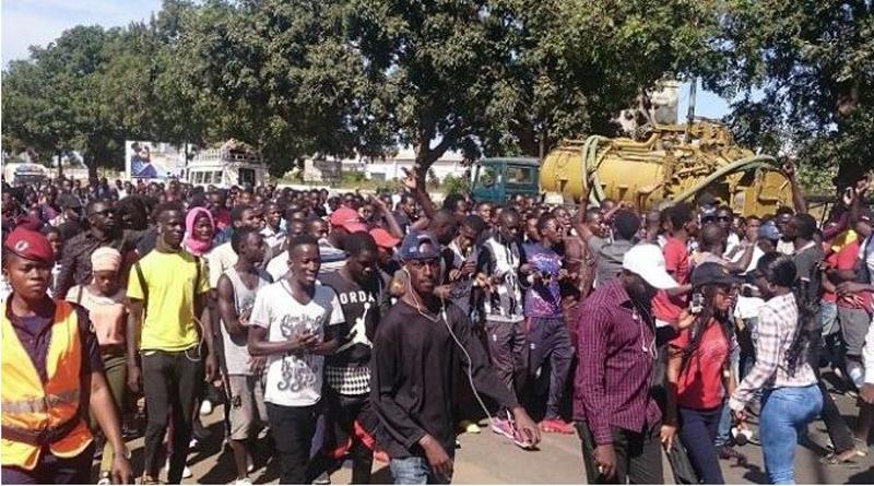 Thiès: Les étudiants étalent leurs colères dans la rue